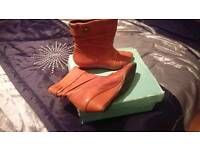 New Clarks Tan Wedge Boots Size 5