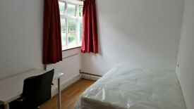 Westferry Amazing Double room in a shared flat at Zone 3, E14 8AH