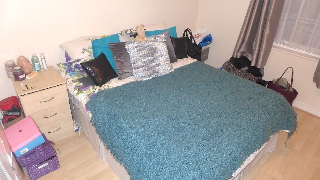 LARGE SPLIT LEVEL FURNISHED 2 BED FLAT MINUTES FROM TULSE HILL STATION! MUST SEE!