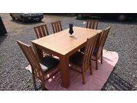 Beautiful extending oak table & 6 chairs