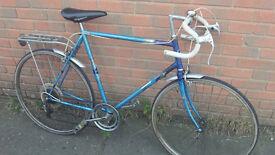 Halfords Espada Classic Racing Bike