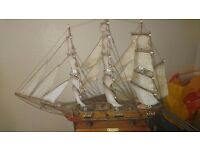 Model wooden ship. Frigate. Fragatta siglo xviii