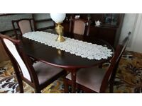Dining table and 4 chairs in mahogany