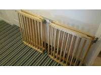 4 x matching Lindam wooden stair gates extra wide stairgates up to 106cm.