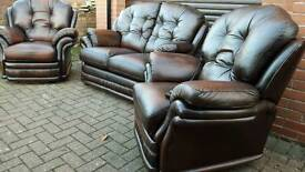 Chesterfield style Thomas Lloyd LEATHER ELECTRIC RECLINER SUITE. AS NEW!