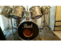 Drum kit - Pearl World Series Smokey Chrome 7 Piece (Comes With Hardware & Cymbals)