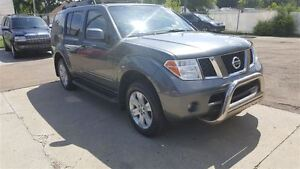 2007 Nissan Pathfinder LE 7 Seater