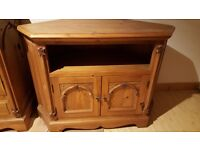 Tv corner cabinet in pine , good condition