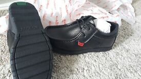 Brand new Kickers boys shoes size 32 (1)