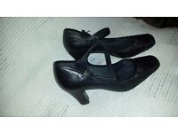 CLARKS Black Leather formal ladies shoes Size 6