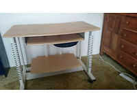 Sturdy compact computer desk