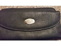 Purse (ladies, black in colour)