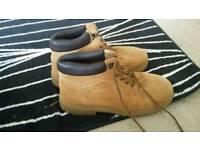 Men boots size 12