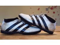 Adidas astro-turf boots in white/gold/black - size 9.5