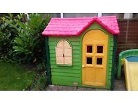 children's outdoor play house