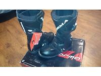 Forma size 6 mx boots