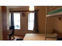 Twin-double room in Edgware-Station Rd.All bills included.