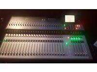 Mackie tt24. 24 channel mixer digital, Touchscreen, built in effects, motorised faders etc