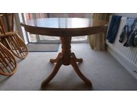 SOLID PINE DINING TABLE AND FOUR CHAIRS IN EXCELLENT USED CONDITION FREE DELIVERY 07486933766