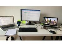 Desk minimalist