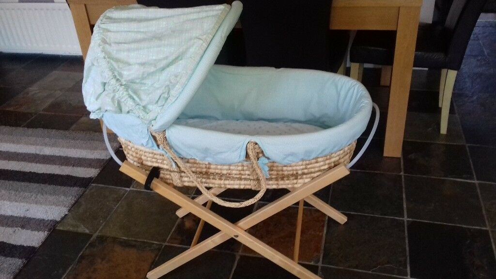 Beautiful moses basket and stand. £5