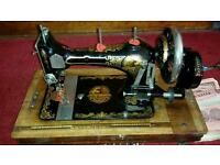 Vintage sewing machine luxelle shuttle