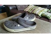 Crocs classic for men size 9. Brown and cream