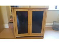 *** SMALL SIDBOARD / CUPBOARD / UNIT*** SOLID OAK GLASS DOORS / SUITABLE FOR UPCYCLING