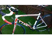 Cube road bike lovely condition