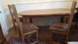 A beautiful set of extendable dining table with 4 chairs in solid wood **** hardly used ***BARGAIN!!