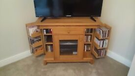 ARIGHI BIANCHI SOLID OAK TV/HIFI UNIT and 40inch blaupunkt tv