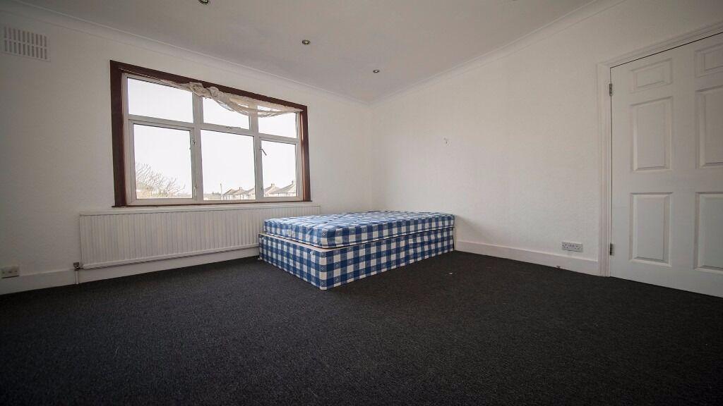 LARGE double room in Enfield *INC ALL BILLS* Parking, Garden, house, 3 bathrooms, Waltham Cross, En3