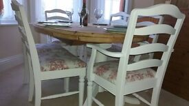 Lovely Pine Extending Dining Table and Six Chairs (4 Chairs 2 Carvers)