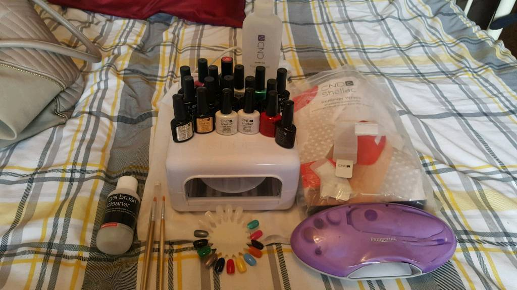 CND nail lamp and polish set