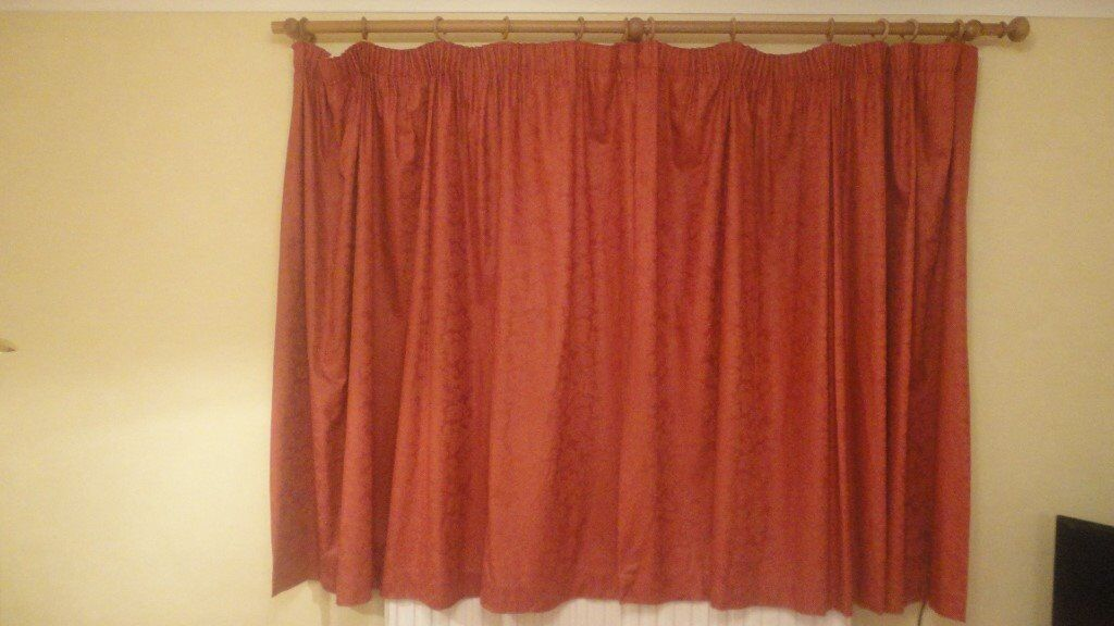2 matching pairs of curtains