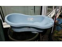 Baby bath very good condition.