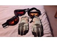 Quicksilver men's gloves and goggles bundle