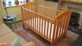 Mamas and Papas cot bed in tiptop condition.
