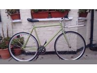 Fast and lightweight singlespeed/Fixie bike with basket