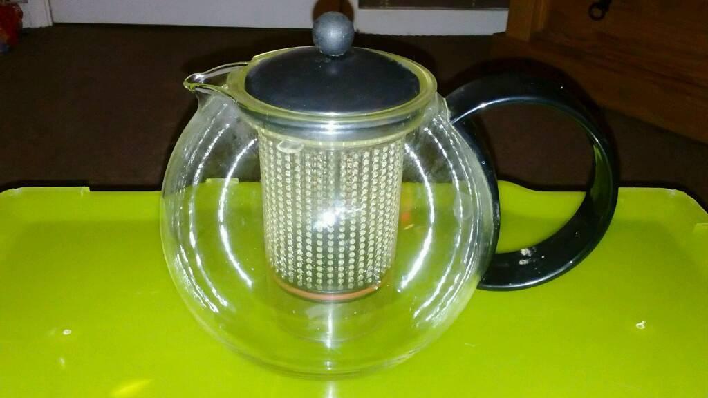 Glass plunger teapot