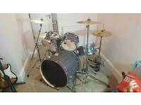 DRUM KIT Mapex Mars (INCLUDES PAISTE CYMBALS)