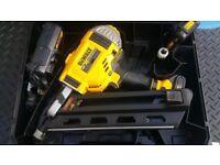 Dewalt DCN692 18V Brushless Nailer 90mm