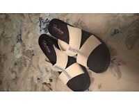 Ladies diamonte white sketchers sandals with wedge & memory foam UK 7