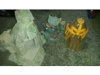 3 tomb style boys play castles