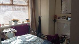 Large Double Room SHORT TERM LET (Parkstone Nr Ashley Cross)