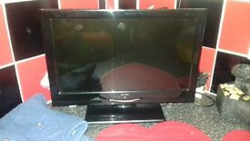 15 inch tv comes with remote has freeview