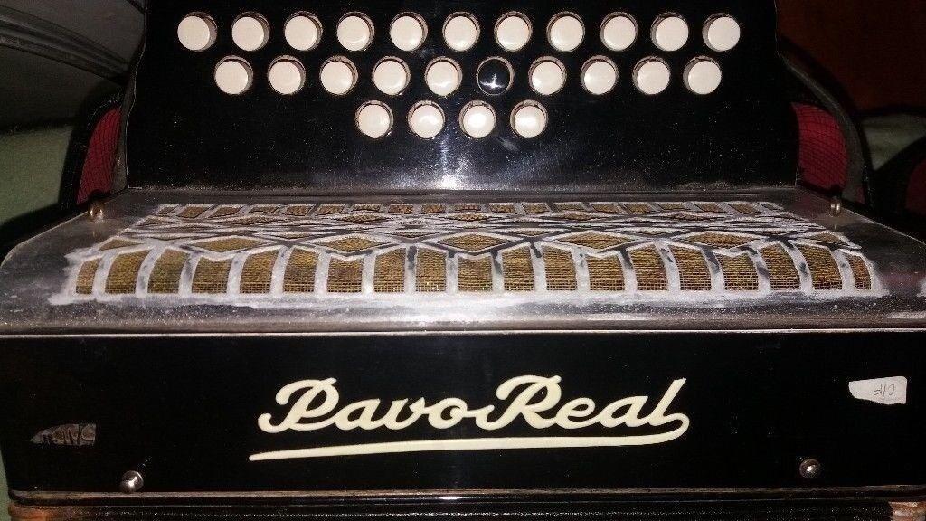 Accordion button **C/F ****8 button bass accordion/ accordian****good play
