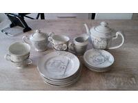 Excellent condition tea set, 6 side plates, 6 teacups, 6 saucers, coffee pot, milk jug, sugar bowl