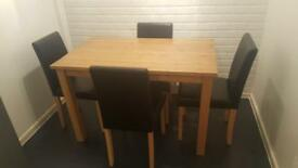 Oak dining table with 4 chairs excellent condition!!!
