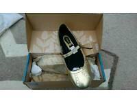 Gravis womens gold shoes size 37.5 BNIP